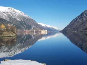 Norsko úvodní krásná fjord